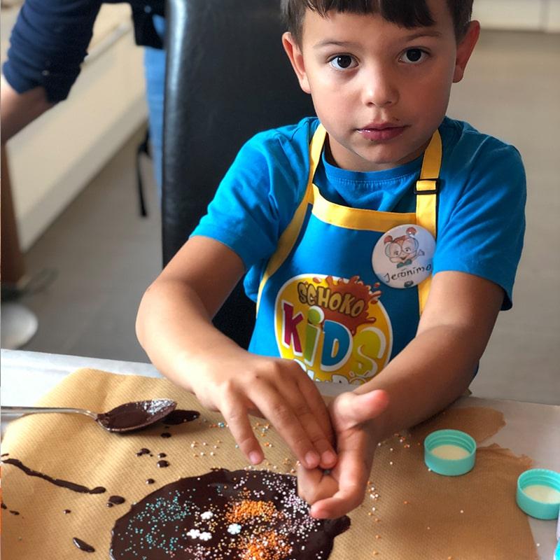 kinder-schokolade-selber-machen-rohkakao-schoko-kids-club-kindergeburtstag-3717b-800x800min