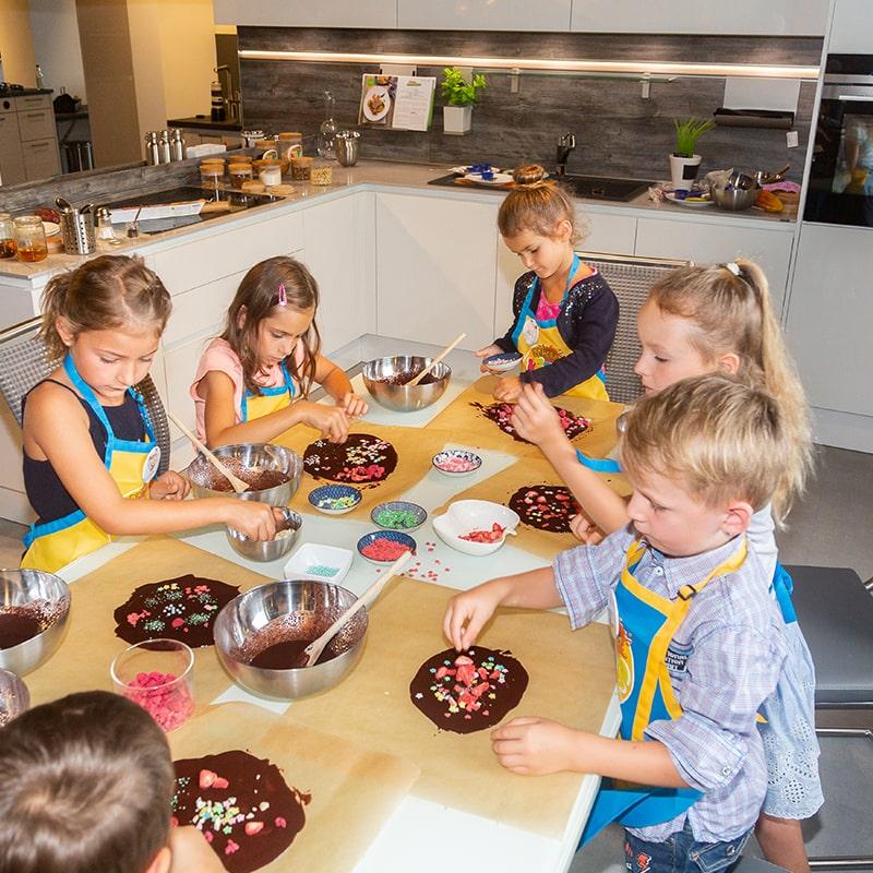 kinder-schokolade-kindergeburtstag-schoko-kids-club-kindergeburtstag-800×800-min