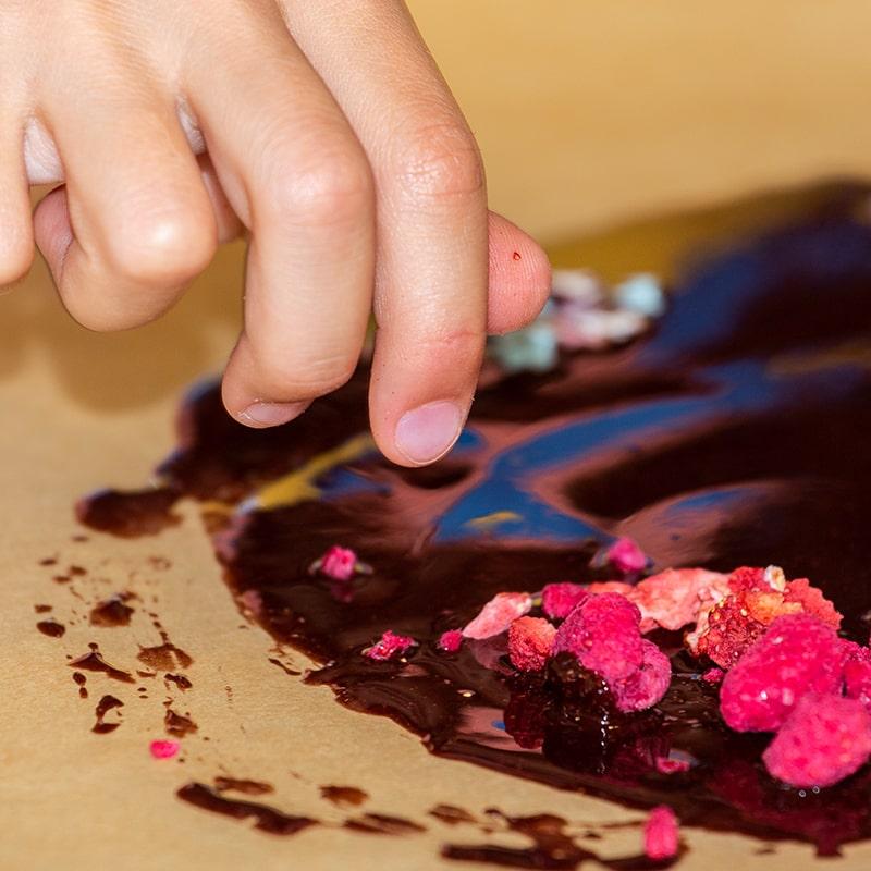 kinder-schokolade-selber-machen-rohkakao-schoko-kids-club-kindergeburtstag-1232b-800x800min